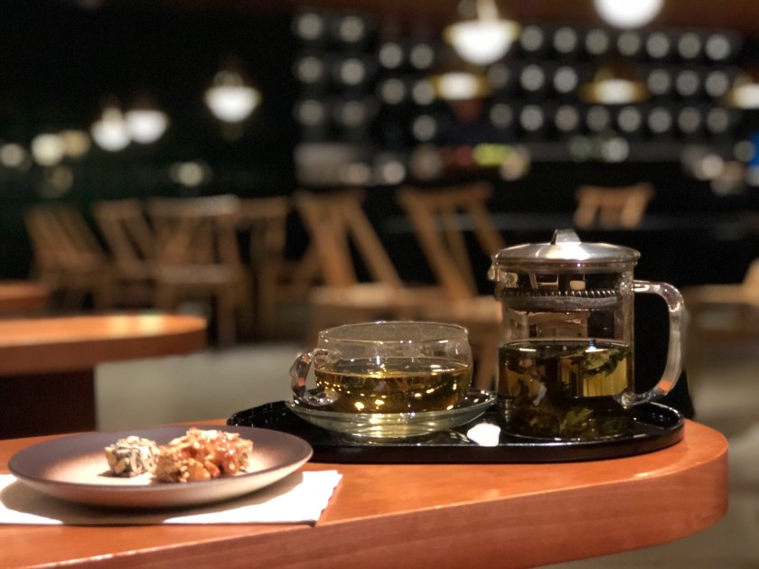 the pier Cathay pacific lounge, cathay pacific reviews, hong kong lounge