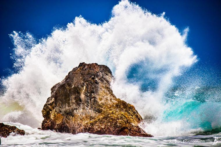 201207006-1600-hawaii-rock-ocean-water-splash-roar-1341329408