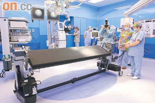 醫知健:碳纖脊椎手術枱識自轉 - 太陽報