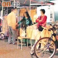 雜貨小販<br>地  點:桂林街<br>出現時間:晚上10:00<br>數  量:近10個攤檔