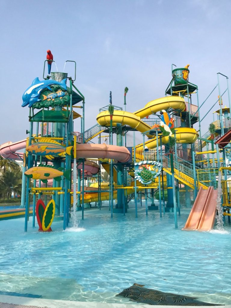 what to do with kids in Phu Quoc Island - vinpearl land waterpark