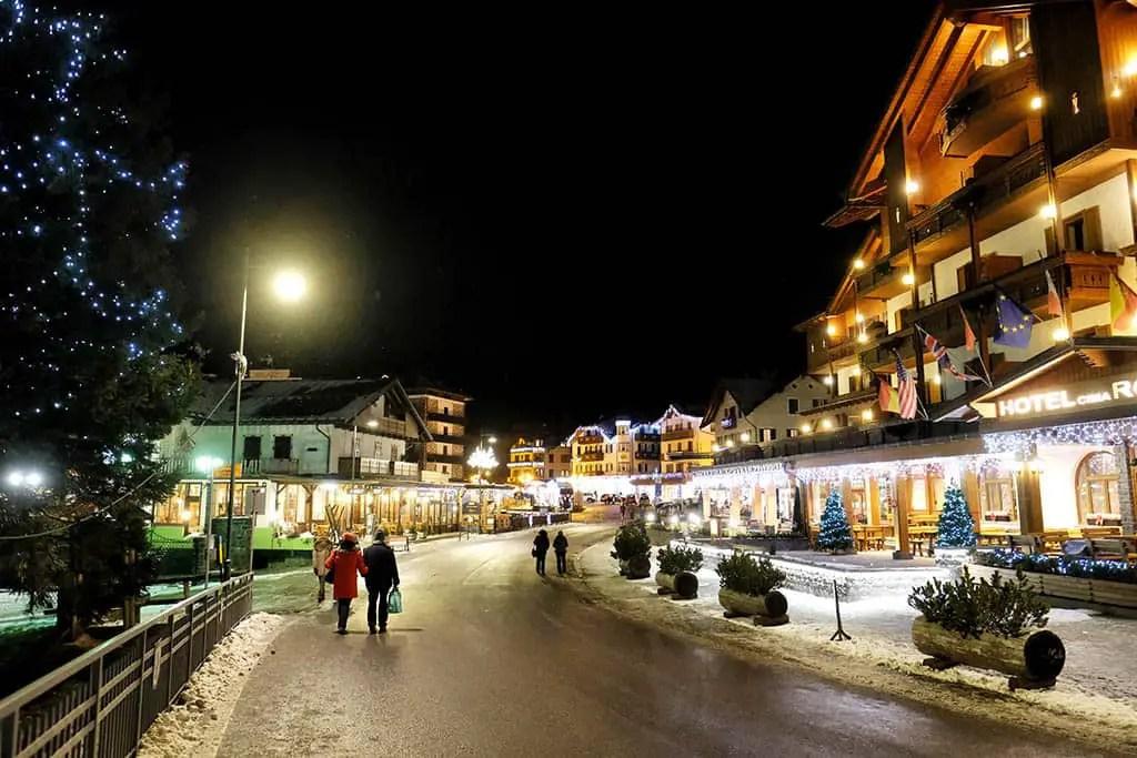 Narty w Alpach San martino Nocą