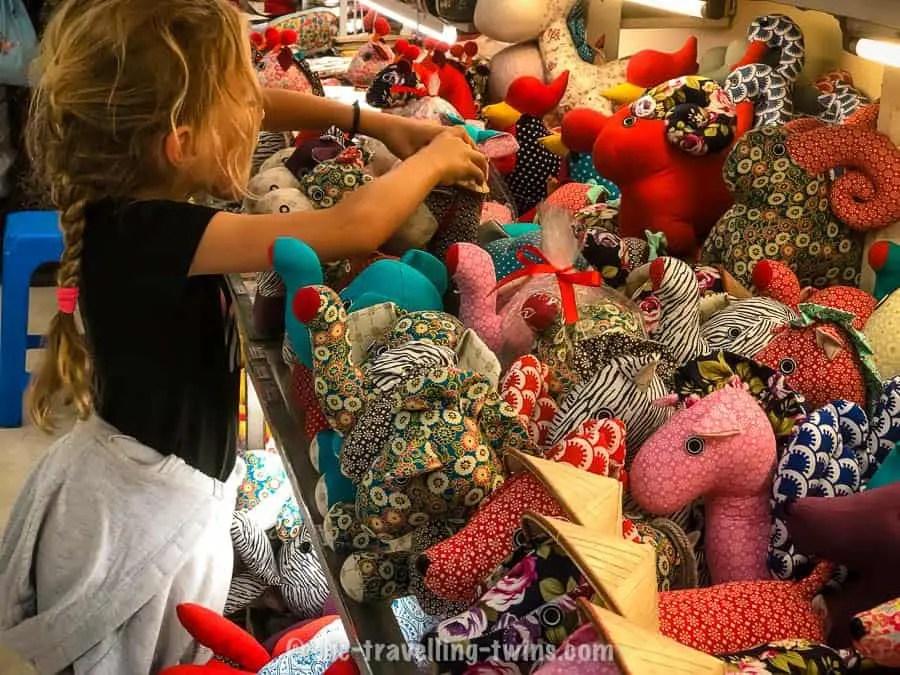 buy Vietnam souvenirs