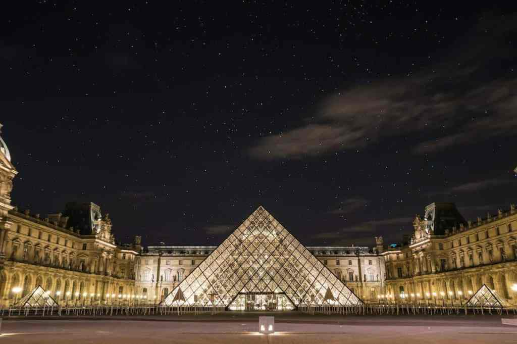 largest museum in the world  - the louvre museum, Paris france - largest m