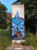 "<h5>Thanks KarleHorn</h5><p><a href=""http://commons.wikimedia.org/wiki/File:Teil_Berliner_Mauer_SH_Kiel.JPG#mediaviewer/File:Teil_Berliner_Mauer_SH_Kiel.JPG"" target=""_blank"">Teil Berliner Mauer SH Kiel</a>"" von <a title=""User:KarleHorn"" href=""//commons.wikimedia.org/wiki/User:KarleHorn"" target=""_blank"">KarleHorn</a> - <span class=""int-own-work"">Eigenes Werk</span>. Lizenziert unter <a title=""Creative Commons Attribution-Share Alike 3.0"" href=""http://creativecommons.org/licenses/by-sa/3.0"" target=""_blank"">CC BY-SA 3.0</a> über <a href=""//commons.wikimedia.org/wiki/"" target=""_blank"">Wikimedia Commons</a></p>"