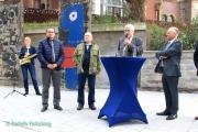 """<h5>Thanks Detlefs Notizblog</h5><p>v.l.: Ina Will, Oberbürgermeister Thomas Kufen, Pfarrer Rainer Eppelmann (Bundesstiftung zur Aufarbeitung der SED-Diktatur), Pfarrer Steffen Hunder, Thomas Rotter (Allbau GmbH) © <a href=""""http://detlefsnotizblog.blogspot.de/2017/09/ein-stuck-berliner-mauer-in-essen.html"""" target=""""_blank"""">Detlefs Notizblog</a>                                                                                                      </p>"""
