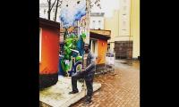 "<h5>Boxhagener Straße</h5><p>Boxhagener Straße 73 <strong>a&o Hostels</strong> © <a href=""https://www.instagram.com/p/BRD7WgBDbcd"" target=""_blank"">a&o Hostels/Instagram</a><br>Datum der Aufnahme: 2017                                                                                                                                                         </p>"