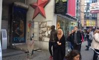 <h5>Friedrich-/Kochstraße</h5><p>Friedrich-/Kochstraße (1/3)<strong>Mauermuseum - Museum Haus am Checkpoint Charlie</strong> © The Wall Net <br>Datum der Aufnahme: 2016                                                                                                                                                                                                                                                                                                                                                                                                                                                                                                                              </p>
