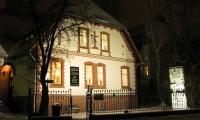 """<h5>Schulstraße</h5><p>Schulstraße 4 (1/2)<strong>Ludwig Frank</strong> © <a href=""""https://goo.gl/maps/aw3BoLd5BsS2"""" target=""""_blank""""> Google Maps</a><br>Datum der Aufnahme: 2010                                                   </p>"""