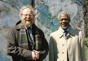 "<h5>Thanks UN Photo/Evan Schneider </h5><p>The Federal Republic of Germany presented a gift of three segments of the ""Berlin Wall"" to the United Nations today. Secretary-General Kofi Annan (right) and the President of the German Bundestag, Wolfgang Thierse, at the presentaion ceremony in North Garden. 04 April 2002 © by <a href=""http://www.unmultimedia.org/s/photo/detail/168/0168645.html"" target=""_blank"">UN Photo/Evan Schneider </a>                                                   </p>"