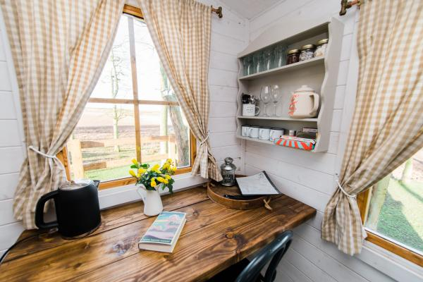 Dales Farm Treehouse: A Rustic Yorkshire Wold Stay