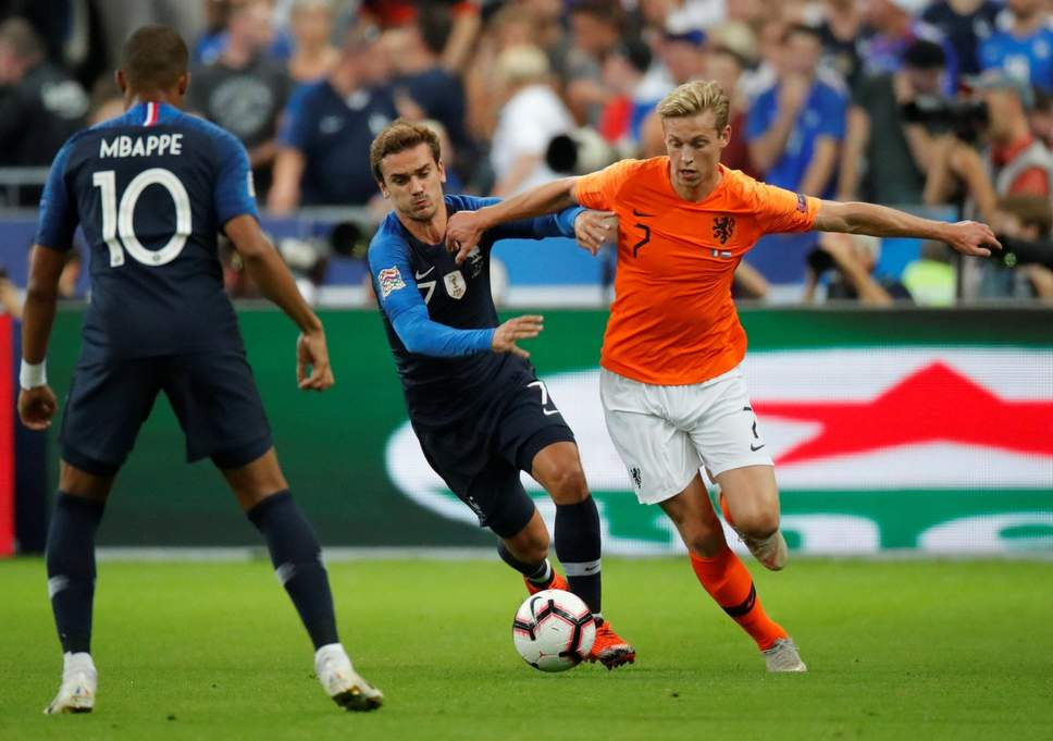 Ajax's Frenkie De Jong agrees to join Paris Saint-Germain over Manchester City