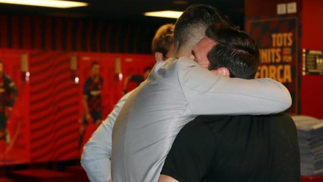 Messi suarez hug, Messi dedicated to Suarez