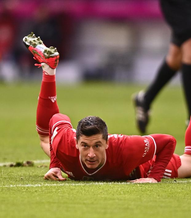 Robert Lewandowski Injury: Terrible News For Bayern With ...