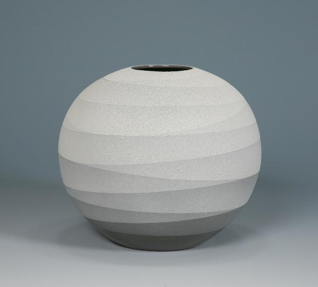 Monochrome Vessels by Ceramic Artist Yoshitaka Tsuruta  OEN