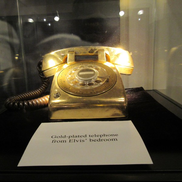 Elvis Gold telephone