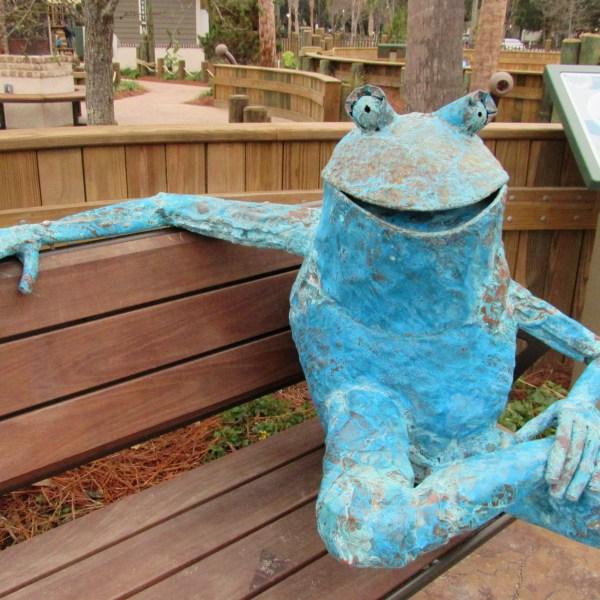 Metal frog sculpture