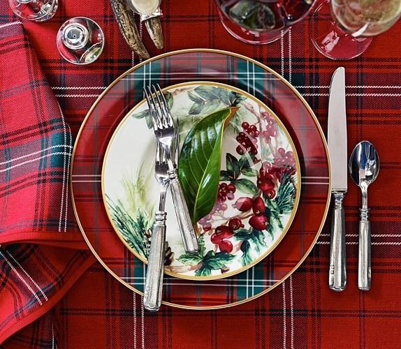 12 Favorite Christmas Table Settings