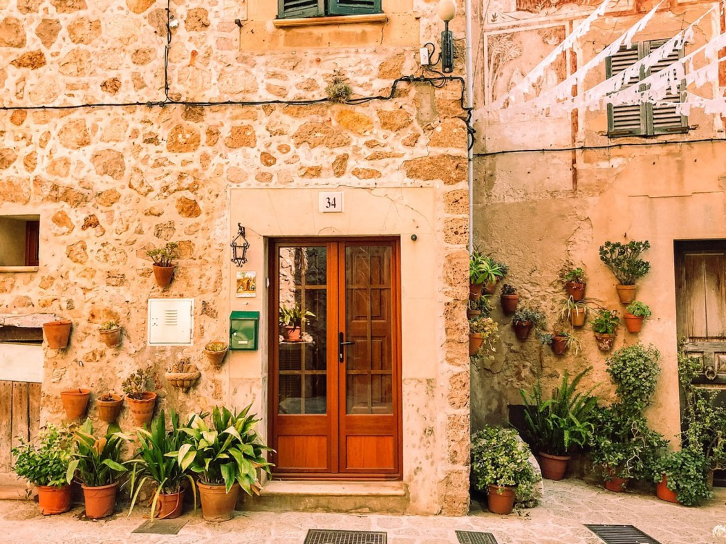 Valldemossa is the utmost insta-worthy little village tucked away in the mountains of Mallorca... and it cost me €1 something to get there by bus.