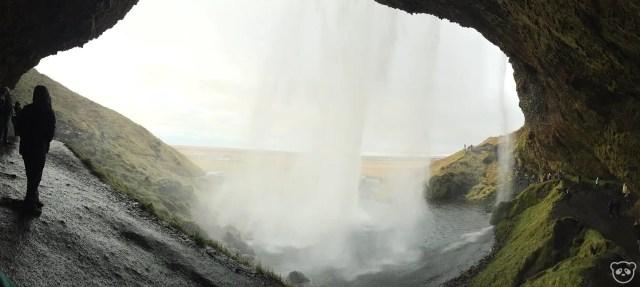Seljalandsfoss-behind
