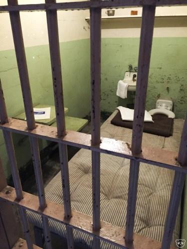 alcatraz_cell