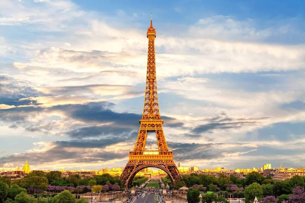 The Eiffel tower in Paris is one of the famous landmarks in Europe