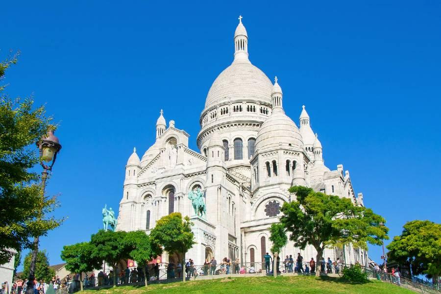 Sacré-Cœur is one of the famous landmarks in france