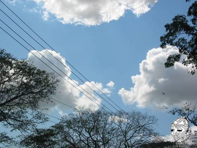 2004년 어느날, 탄자니아의 하늘