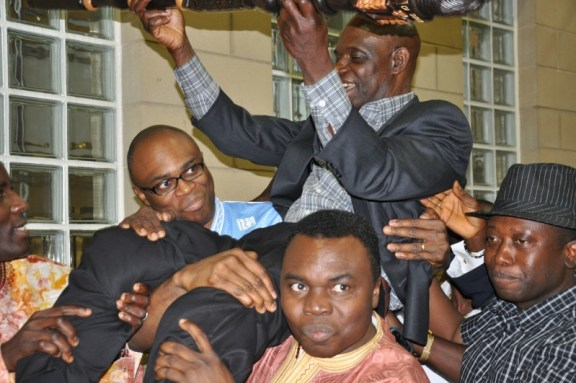 Mustapha Sheriff, Tegloma's new chairman carried high by members. Photo: (c) The AfricaPaper