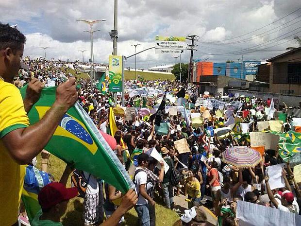 Protestors in Fortaleza. Priscila Dantas.