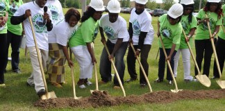 ECC members break ground. Photo: The AfricaPaper/Issa Mansaray