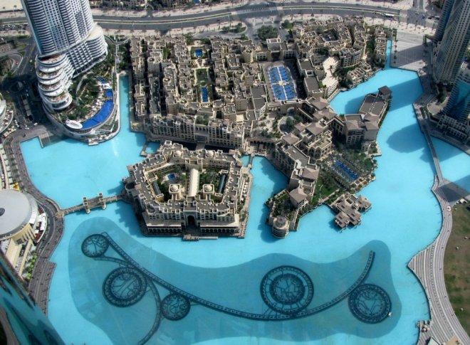 Burj-Khalifa-Dubai-at-the-viewing-deck 2