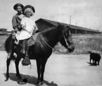 Steinbeck in 1909 with his sister Mary, sitting on the red pony, Jill, at the Salinas Fairgrounds.