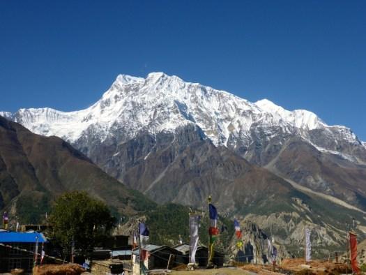 Mountain views between Ghyaru and Manang