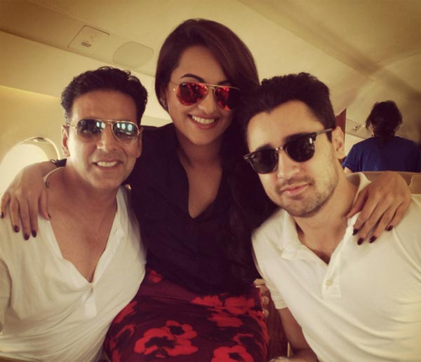 Akshay, Sonakshi and Imran on their way to Ahmedabad
