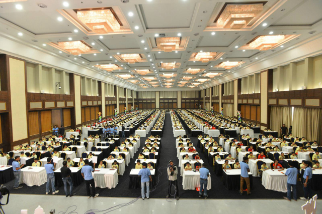 800 students giving exam at the 9th State Level Competition of Aloha Gujarat