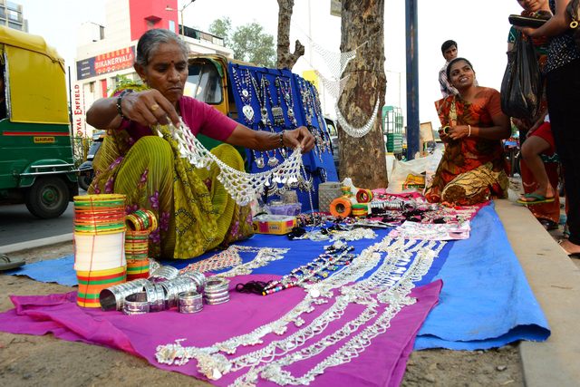 Photo © Hemil Shah | Navratri Shopping at Nehrunagar in Ahmedabad