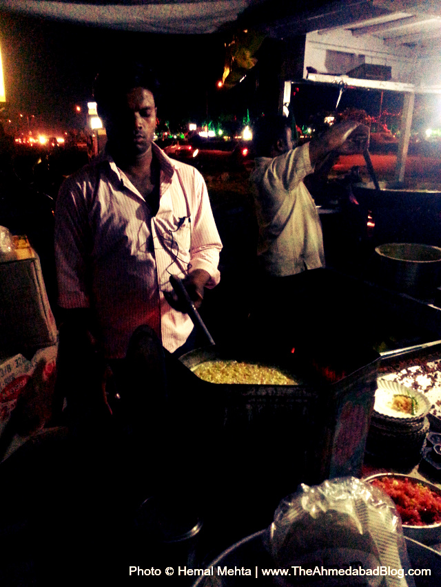 Maggi preparation at A1 Maggi Bhajiya Centre