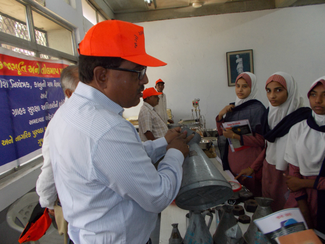 CERC Ahmedabad: Explaining how to be cautions with weights and measures while buying.
