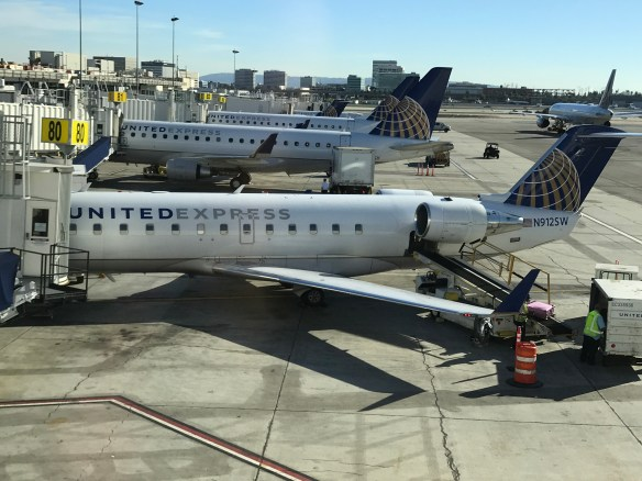 Review: United Airlines Embraer ERJ175 First Class Los