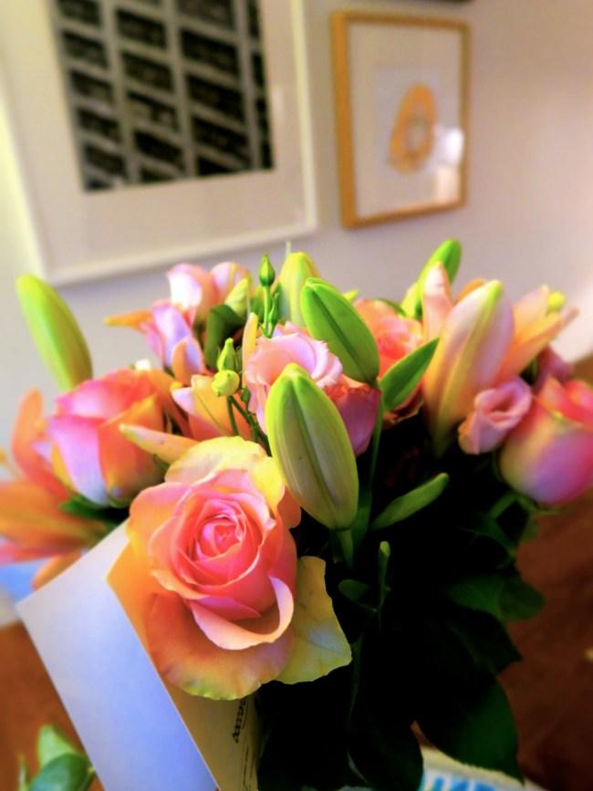 Blomster fra fru Krantz. Grining på frøken Klingenberg.