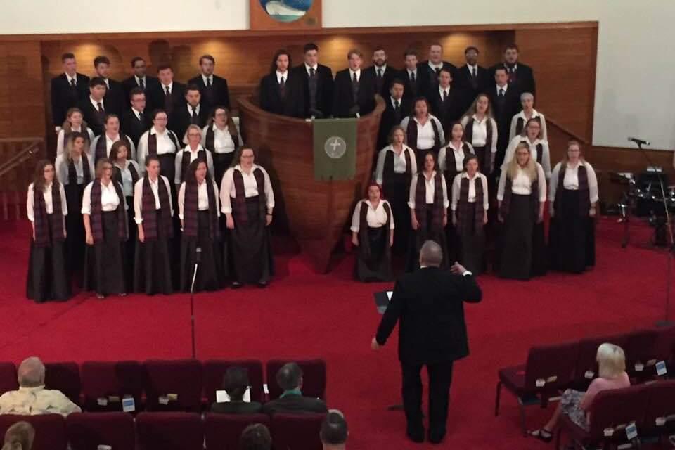 Alma choir tours Florida to sing