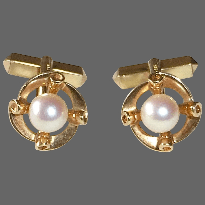 Yellow gold with pearl cufflinks