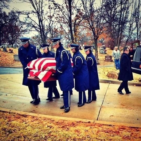 Military-funeral-pallbearers