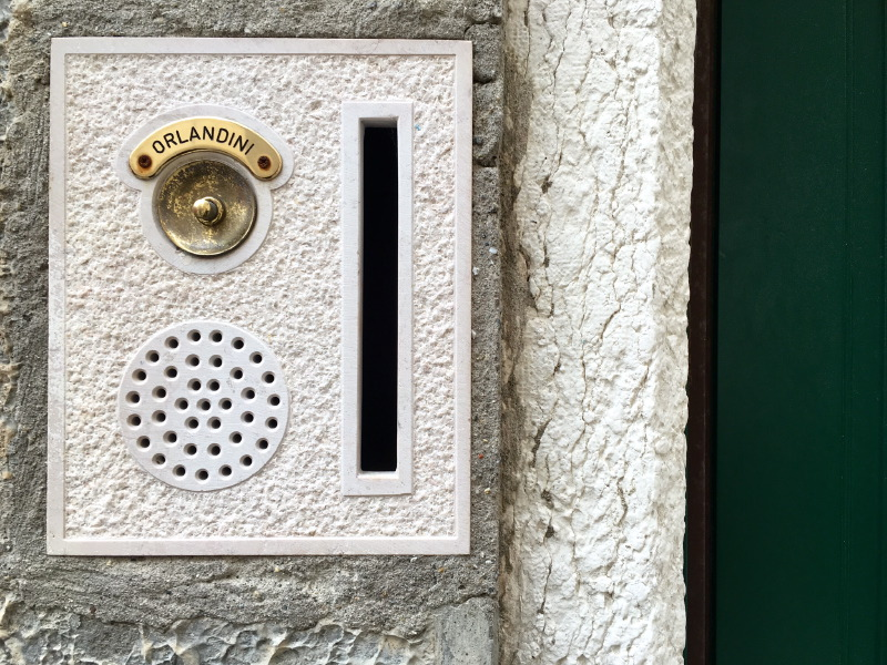 The_Ambitionista_Venice_Italy_Door_Buzzer2