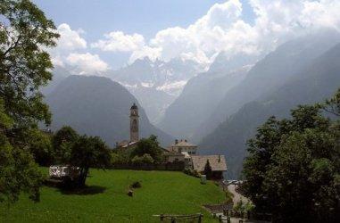 Val Bregaglia straddles Italy and Switzerland.