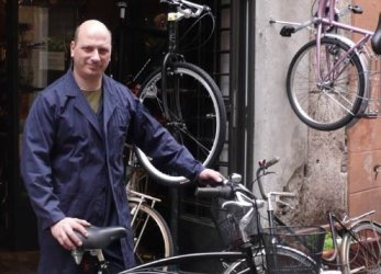Biking in Rome became more popular as a result of rental spots created by former Mayor Walter Veltroni.