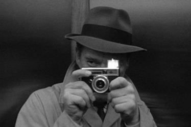 Detective Lemmy Caution (Eddie Constantine).