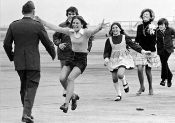 This photo of Lt. Col. Robert Stirm returned home after nearly five years of captivity in North Vietnam won a Pulitzer Prize.