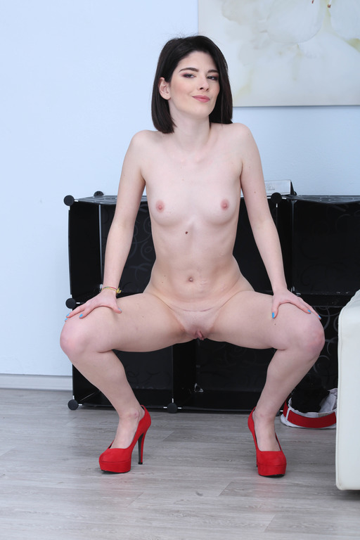 Italian Anal Slut Sara Bell exploited  The Anal Source